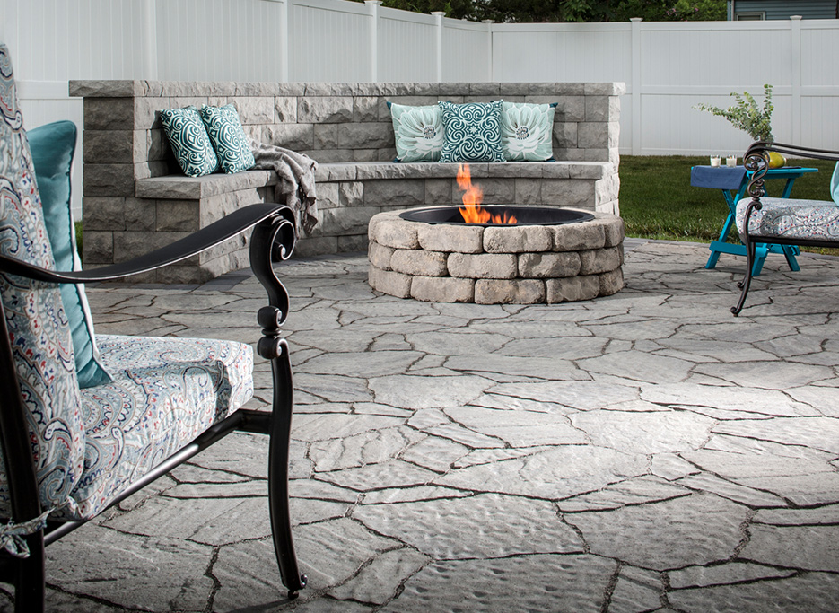 Belgard Mega -Arbel Sable Flagstone Fire pit Ashland